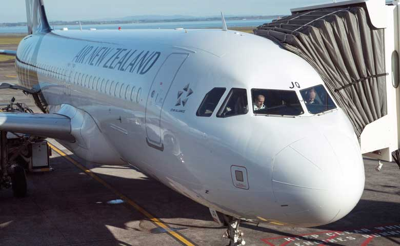 Air-New-Zealand-passenger-jet-at-Auckland-Airport