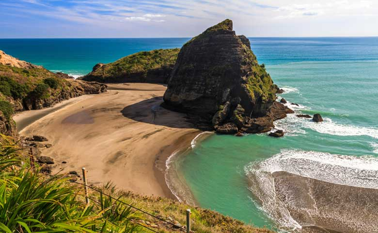 West-Coast-Beach,-Piha,-Auckland